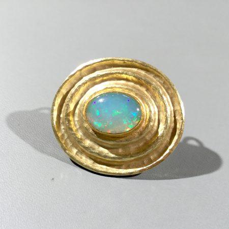 Opal-Brosche
