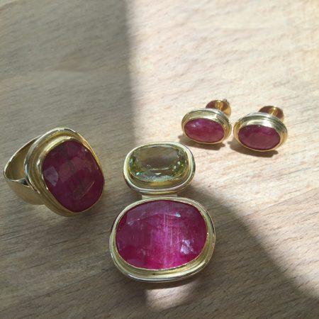 Rubin-Set Ring, Ohrstecker, Anhänger